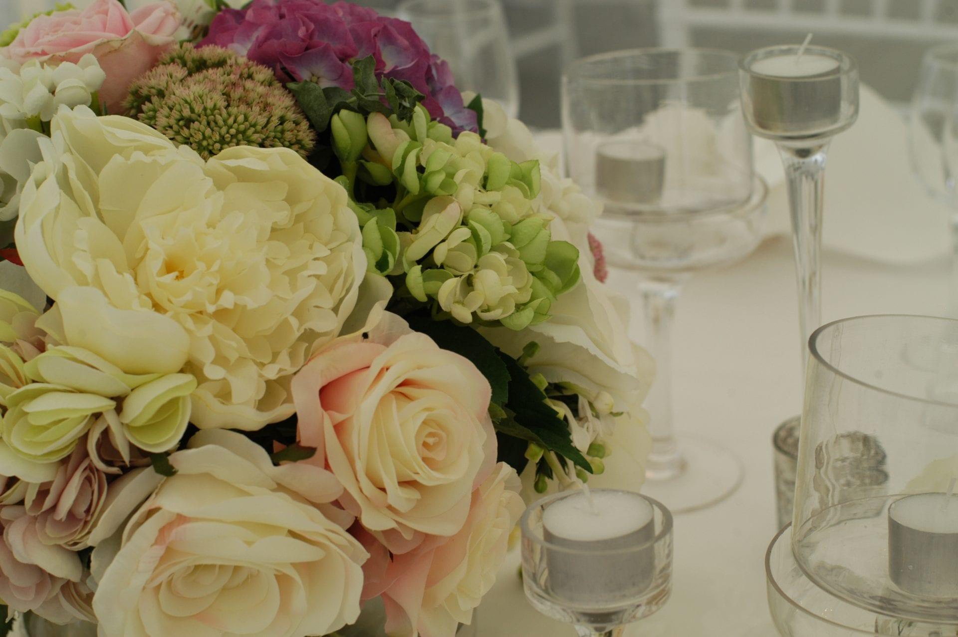 Kim Chan Events | Cream + Peach Floral Centerpiece