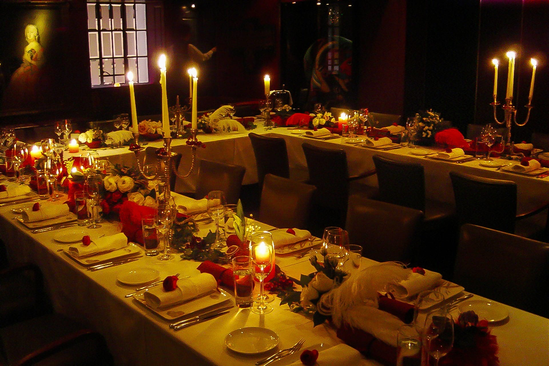 Kim Chan Events| Anna Sui Fragrance Launch Hong Kong, styled dinner table with candles and long centrepiece of flowers