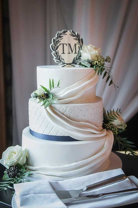 Maddy and Tom's wedding cake