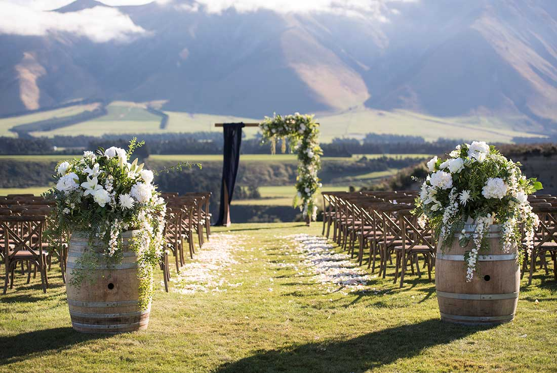 Feature pieces and gorgeous wedding arch
