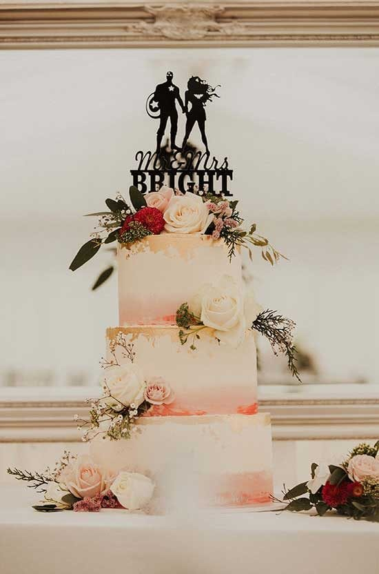 Wedding cake styling